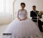 Свадебное платье с кольцами и фатой