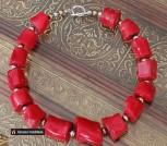 Крупные яркие бусы из красного коралла ручная работа