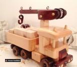 Машинка грузовик с подъемным краном Деревянная игрушка
